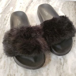 Urban Outfitters | Fluffy Slides 10